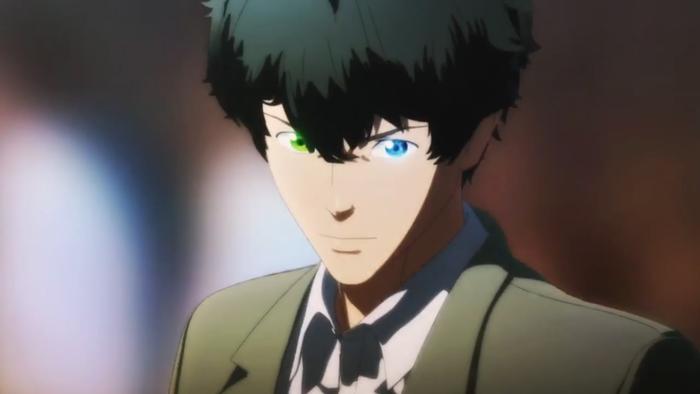 振り返った青年は緑と青のオッドアイズ