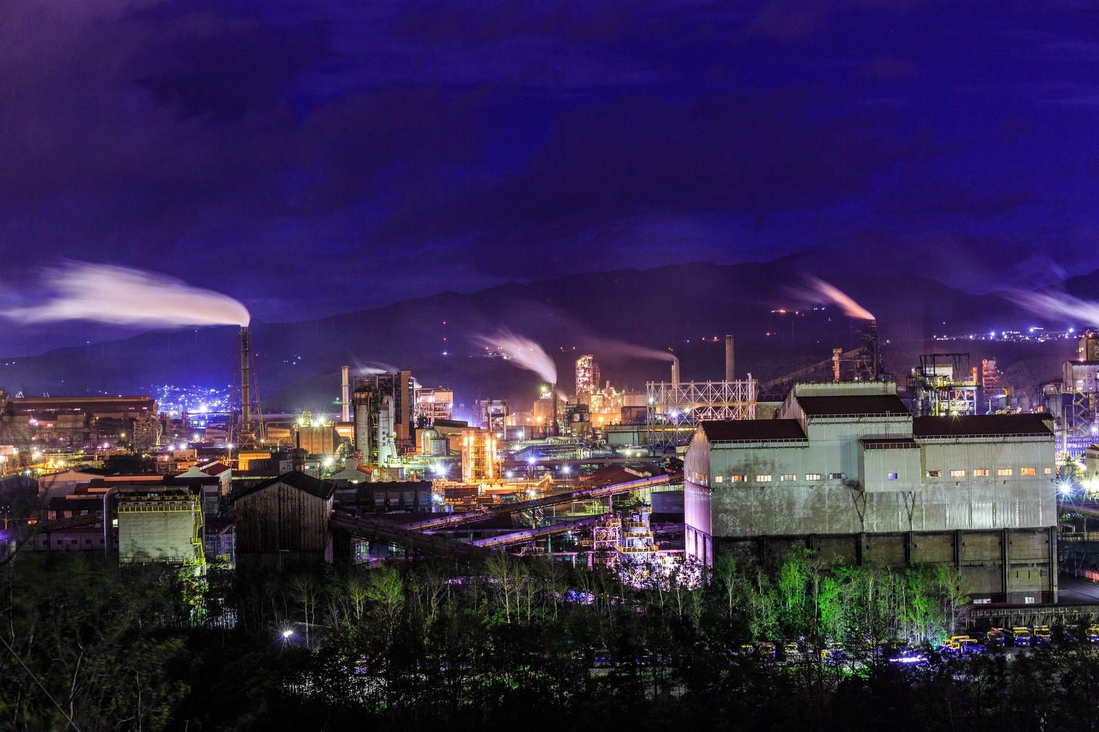煙がたなびく工場地帯